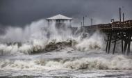 Заплахата от урагана Флорънс стана реалност